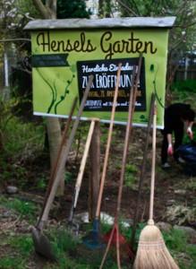 Die Geräte reichten kaum aus bei der Eröffnung von Hensels Garten.