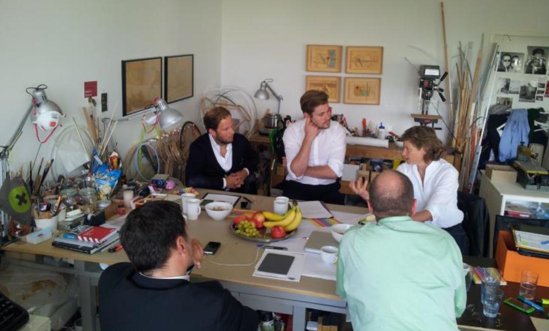 Gespräch üper die Idee von Raumpionieren auf den Hufewiesen mit Vertretern des Vereins und der Unternehmensberatung Thomsen Group am 23. September 2014 in Berlin.