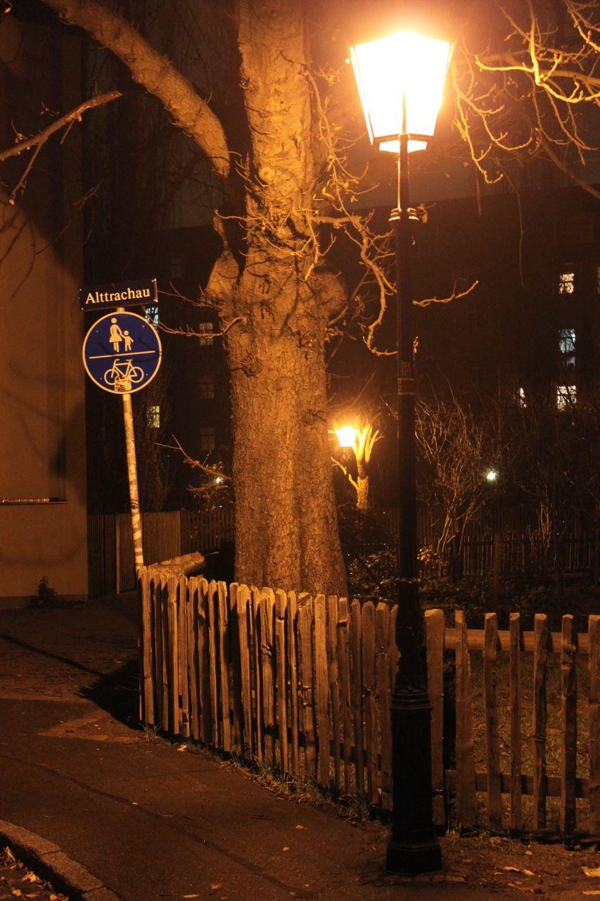 Stille am Winterabend auf der Kreuzung Gaußstraße/Alttrachau.